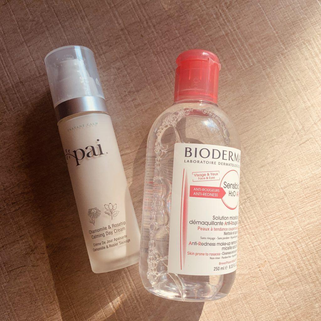 Dos productos cosméticos.